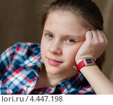 Купить «Портрет красивой девочки-подростка на тёмном фоне», эксклюзивное фото № 4447198, снято 26 марта 2013 г. (c) Игорь Низов / Фотобанк Лори