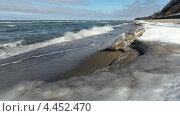 Купить «Покрытый льдом берег моря», видеоролик № 4452470, снято 29 января 2020 г. (c) Сергей Куров / Фотобанк Лори