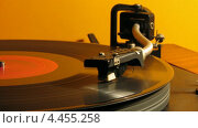 Старый проигрыватель для виниловых пластинок, таймлапс. Стоковое видео, видеограф Сергей Любимов / Фотобанк Лори