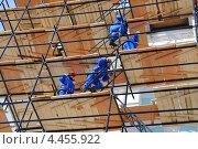Купить «Рабочие на строительных лесах», эксклюзивное фото № 4455922, снято 9 марта 2013 г. (c) Юрий Морозов / Фотобанк Лори
