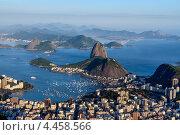 Купить «Вид на Рио-де-Жанейро: Сахарная голова, пляж Ботафого и залив Гуанабара на закате», фото № 4458566, снято 20 декабря 2012 г. (c) vale_t / Фотобанк Лори