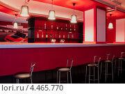 Купить «Стойка бара, бар в красных тонах», фото № 4465770, снято 6 мая 2012 г. (c) Минакова Татьяна / Фотобанк Лори