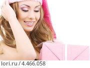Купить «Счастливая помощница Санты с розовым подарком на белом фоне», фото № 4466058, снято 20 сентября 2008 г. (c) Syda Productions / Фотобанк Лори