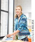 Купить «Довольная домохозяйка гладит утюгом дома белье», фото № 4466854, снято 17 июня 2012 г. (c) Syda Productions / Фотобанк Лори