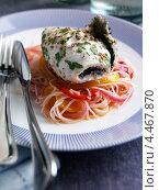 Купить «Филе морского окуня со спагетти и красным перцем», фото № 4467870, снято 23 мая 2019 г. (c) Food And Drink Photos / Фотобанк Лори