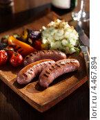 Купить «Сосиски с овощами, жаренными на гриле», фото № 4467894, снято 18 августа 2019 г. (c) Food And Drink Photos / Фотобанк Лори