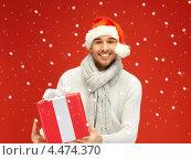 Купить «Привлекательный молодой человек с подарками к празднику», фото № 4474370, снято 7 октября 2012 г. (c) Syda Productions / Фотобанк Лори