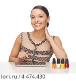 Купить «Привлекательная брюнетка с лаком для ногтей», фото № 4474430, снято 12 января 2013 г. (c) Syda Productions / Фотобанк Лори