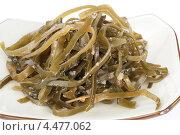 Салат из морских водорослей на белом фоне. Стоковое фото, фотограф Александр Лычагин / Фотобанк Лори