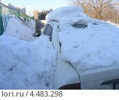 Автомобиль под снегом (2013 год). Стоковое фото, фотограф Николай Иванов / Фотобанк Лори