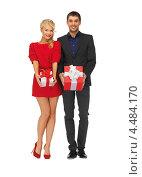 Купить «Влюбленная пара счастливых людей с подарками к празднику в руках», фото № 4484170, снято 7 октября 2012 г. (c) Syda Productions / Фотобанк Лори