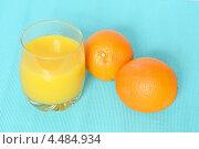 Купить «Стакан апельсинового сока и два целых апельсина», фото № 4484934, снято 8 апреля 2013 г. (c) Валерия Попова / Фотобанк Лори