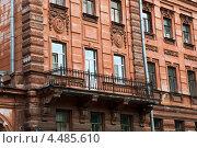Купить «Современные металлопластиковые окна на старинном здании в историческом центре Санкт-Петербурга», эксклюзивное фото № 4485610, снято 7 июля 2012 г. (c) Юлия Бабкина / Фотобанк Лори
