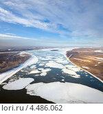 Купить «Льдины, плывущие по большой реке, вид сверху», фото № 4486062, снято 6 ноября 2012 г. (c) Владимир Мельников / Фотобанк Лори