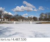 Купить «Калининград. Верхнее озеро ранней весной», фото № 4487530, снято 16 марта 2013 г. (c) Ирина Борсученко / Фотобанк Лори