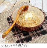 Купить «Пшеничная каша с маслом», эксклюзивное фото № 4488178, снято 9 апреля 2013 г. (c) Наталья Осипова / Фотобанк Лори