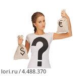 Купить «Юная девушка со светлыми волосами, убранными в косу, в футболке со знаком вопроса и с мешками евро и долларов в руках», фото № 4488370, снято 16 сентября 2012 г. (c) Syda Productions / Фотобанк Лори