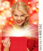 Купить «Упакованный в коробку подарок в женских руках», фото № 4488542, снято 7 октября 2012 г. (c) Syda Productions / Фотобанк Лори
