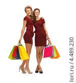 Купить «Две красивые подружки с покупками в пакетах», фото № 4489230, снято 28 октября 2012 г. (c) Syda Productions / Фотобанк Лори