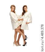 Купить «Две красивые молодые женщины с длинными волосами в светлых плащах на белом фоне», фото № 4489378, снято 28 октября 2012 г. (c) Syda Productions / Фотобанк Лори