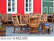 Купить «Летнее кафе с грубой деревянной мебелью в стиле викингов, Исландия», фото № 4492030, снято 15 августа 2012 г. (c) Анастасия Золотницкая / Фотобанк Лори