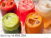 Купить «Фруктовые коктейли со льдом», фото № 4494354, снято 22 октября 2012 г. (c) Francesco Perre / Фотобанк Лори