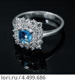 Купить «Кольцо с сапфиром и бриллиантами», фото № 4499686, снято 4 июля 2012 г. (c) ElenArt / Фотобанк Лори