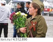 Купить «Девушка в форме образца Великой Отечественной войны», эксклюзивное фото № 4512890, снято 9 мая 2012 г. (c) Алёшина Оксана / Фотобанк Лори