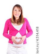 Беременная девушка в розовой кофточке делает сердце из пальцев на животе. Стоковое фото, фотограф Losevsky Pavel / Фотобанк Лори