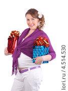 Купить «Беременная девушка с подарками», фото № 4514530, снято 6 февраля 2012 г. (c) Losevsky Pavel / Фотобанк Лори