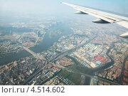Купить «Вид на большой город из самолёта», фото № 4514602, снято 20 ноября 2011 г. (c) Losevsky Pavel / Фотобанк Лори