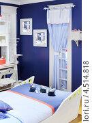 Купить «Бело-голубая детская комната с оригинальной кроватью», фото № 4514818, снято 21 ноября 2011 г. (c) Losevsky Pavel / Фотобанк Лори
