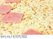 Купить «Замороженная пицца с ветчиной и сыром», фото № 4515502, снято 24 октября 2011 г. (c) Losevsky Pavel / Фотобанк Лори