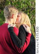 Купить «Влюбленная молодая пара целуется в осеннем парке», фото № 4515830, снято 30 октября 2011 г. (c) Losevsky Pavel / Фотобанк Лори