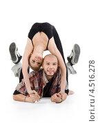 Купить «Улыбающаяся балерина стоит прогнувшись над рэппером», фото № 4516278, снято 13 сентября 2011 г. (c) Losevsky Pavel / Фотобанк Лори