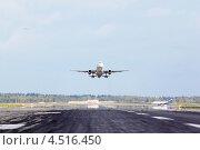 Купить «Самолет Airbus взлетает в аэропорту Шереметьево в Москве», фото № 4516450, снято 22 сентября 2011 г. (c) Losevsky Pavel / Фотобанк Лори