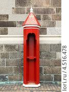 Купить «Красная будка для охранника или почетного караула на улице, в Копенгагене, Дания», фото № 4516478, снято 23 июля 2011 г. (c) Losevsky Pavel / Фотобанк Лори