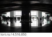 Купить «Силуэты пассажиров на станции Southern hall в Гуанчжоу, Китай», фото № 4516850, снято 25 ноября 2011 г. (c) Losevsky Pavel / Фотобанк Лори