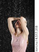 Купить «Молодая женщина под дождём на чёрном фоне», фото № 4517318, снято 10 ноября 2011 г. (c) Losevsky Pavel / Фотобанк Лори