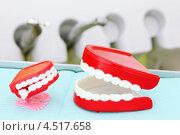 Купить «Две игрушечные челюсти в стоматологическом кабинете», фото № 4517658, снято 25 июня 2011 г. (c) Losevsky Pavel / Фотобанк Лори