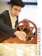 Купить «Еврейский мальчик зажигает свечи в синагоге Бейс Менахем в Международный день памяти жертв Холокоста», фото № 4517810, снято 27 января 2012 г. (c) Losevsky Pavel / Фотобанк Лори