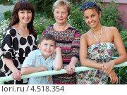 Купить «Семейный портрет, мама, бабушка, брат и сестра», фото № 4518354, снято 2 июля 2011 г. (c) Losevsky Pavel / Фотобанк Лори