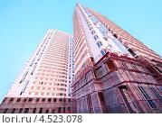 Купить «Строительство современного многоэтажного здания, Москва», фото № 4523078, снято 5 октября 2011 г. (c) Losevsky Pavel / Фотобанк Лори