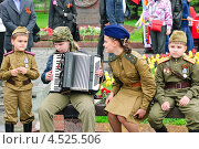 Выступление детей в День Победы на Поклонной горе 9 мая (2012 год). Редакционное фото, фотограф Алёшина Оксана / Фотобанк Лори