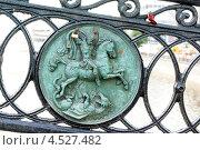 Купить «Барельеф на ограде Лужкова моста в Москве», эксклюзивное фото № 4527482, снято 22 августа 2007 г. (c) Давид Мзареулян / Фотобанк Лори