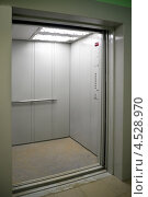 Купить «Грузовой лифт», фото № 4528970, снято 25 февраля 2020 г. (c) Светлана Кузнецова / Фотобанк Лори