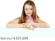 Купить «Красивая девушка смотрит вниз», фото № 4531694, снято 11 января 2013 г. (c) Юлия Маливанчук / Фотобанк Лори