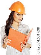 Купить «Девушка в строительном шлеме держит открытый журнал», фото № 4531698, снято 9 января 2013 г. (c) Юлия Маливанчук / Фотобанк Лори