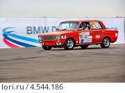 """Купить «Автомобиль """"Жигули"""" входит в вираж на фоне рекламного банера BMW на Rally Masters Show в городе Москве», фото № 4544186, снято 20 апреля 2013 г. (c) Николай Винокуров / Фотобанк Лори"""