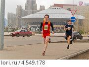 Купить «Участники городского марафона», фото № 4549178, снято 20 апреля 2013 г. (c) Дьяченко Виталий / Фотобанк Лори